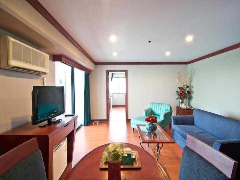 Baiyoke Suite
